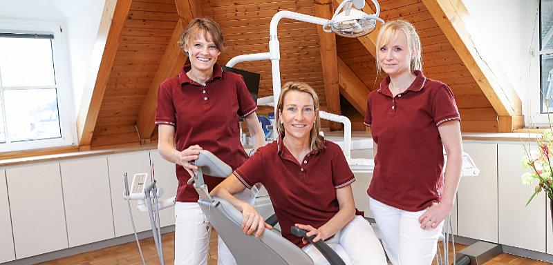 Zahnarztpraxis Düsseldorf - Individuelle Zahnreinigung Super Weiße Zähne