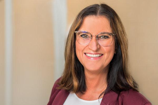 Zahnarztpraxis Düsseldorf-Empfang - Claudia Bruckmann