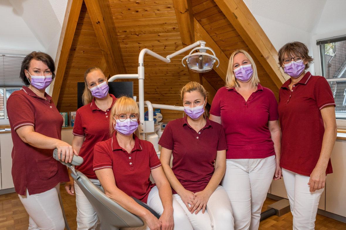 Zahnarztpraxis Düsseldorf Zahnreinigung Bleaching Propylaxe